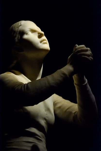 Girl praying Ny Carlsberg Glyptotek Kopenhagen