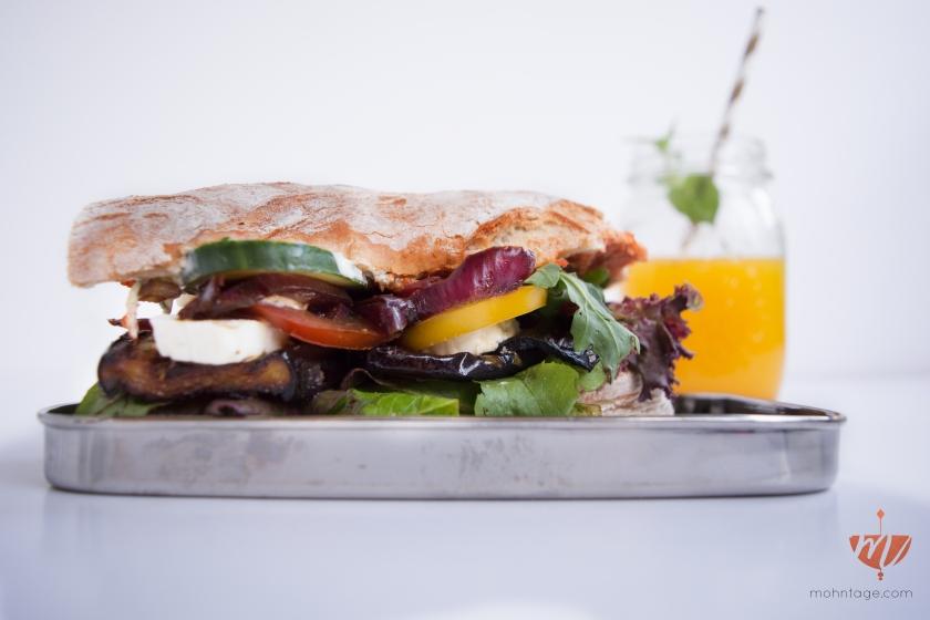 Grilled-Aubergine-Sandwich-Rezept-Mohntage-Picknick-auf-der-Wiese-12