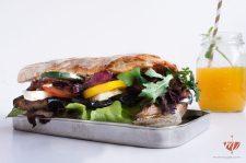 Grilled-Aubergine-Sandwich-Rezept-Mohntage-Picknick-auf-der-Wiese-9