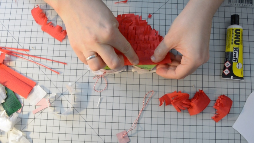 diy-mini-pinata-valentinstag-video-tutorial-mohntage-blog_0026-00_04_59_07-standbild016
