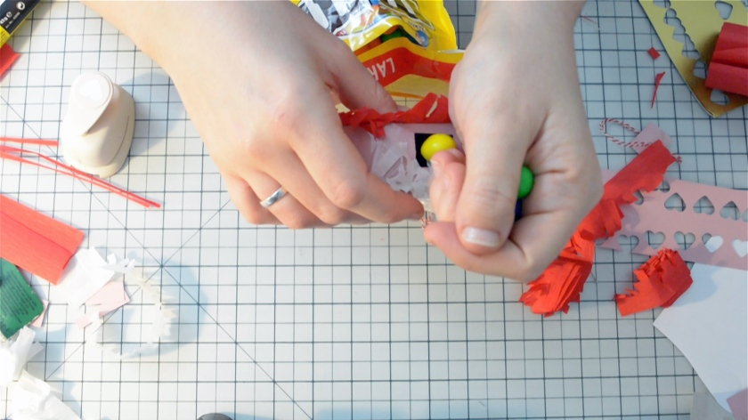 diy-mini-pinata-valentinstag-video-tutorial-mohntage-blog_0026-00_05_45_12-standbild019