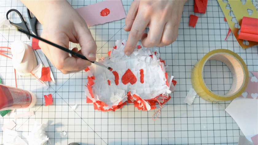 diy-mini-pinata-valentinstag-video-tutorial-mohntage-blog_0026-00_06_38_09-standbild021