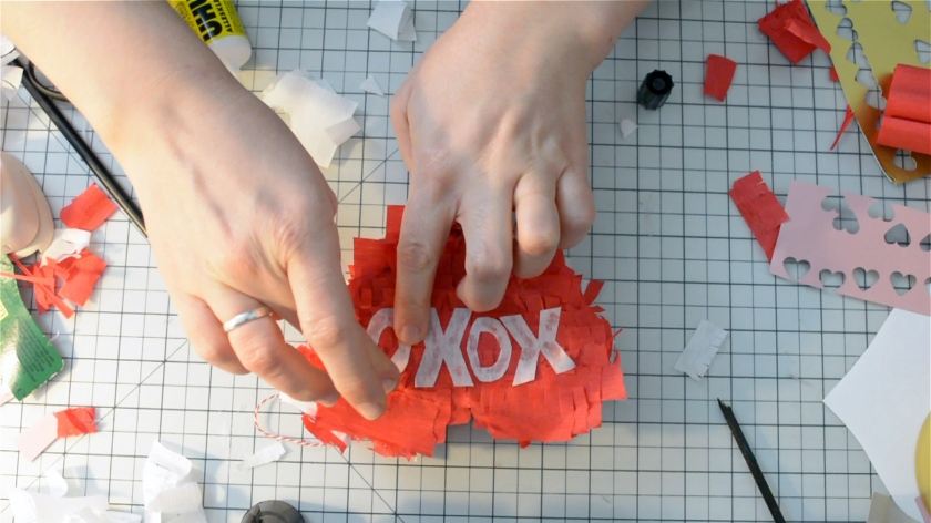 diy-mini-pinata-valentinstag-video-tutorial-mohntage-blog_0026-00_07_18_12-standbild022