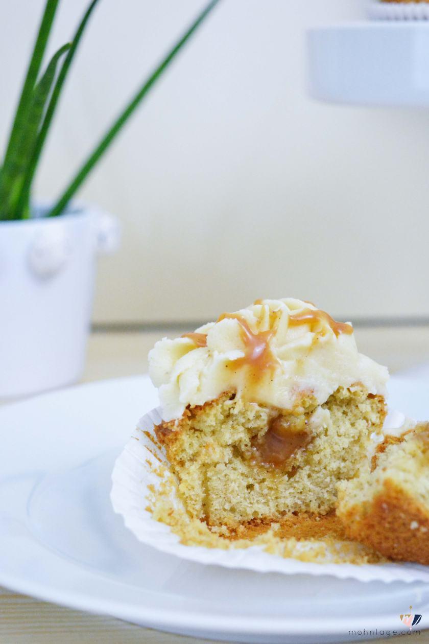 Karamell-Cupcakes-mit-fluessigem-Karamell-Kern-und-Karamell-Cream-Cheese-Frosting-Rezept-Partyfood-Mohntage-Blog-8
