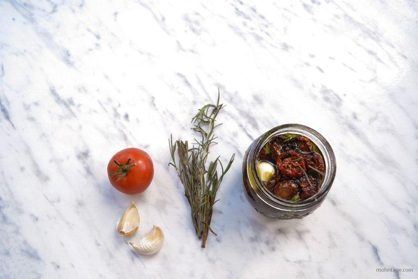 eingelegte-getrocknete-Kirschtomaten-mit-Rosmarin-Knoblauch-Kulinarisch-auf-Vorrat-Mohntage-Blog-Vergissmein-nicht-6