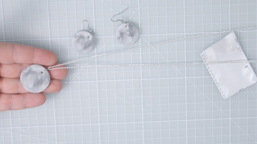 DIY-Mond-Schmuck-aus-Fimo-selber-basteln-Video-Anleitung-Mohntage-Blog-Anleitung-8