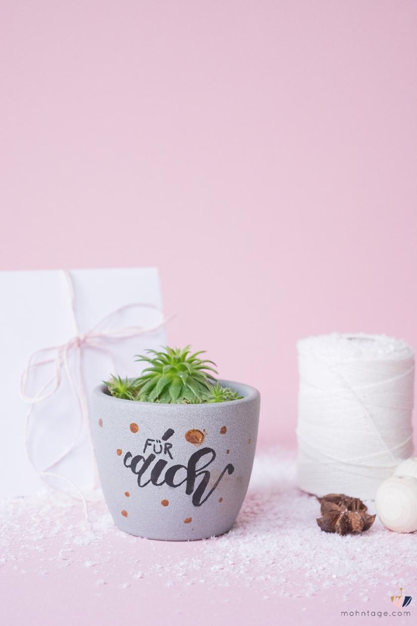 DIY-Blumentopf-Lettering-Last-Minute-Geschenkidee-Mohntage-Cuchikind-Adventskalender-hochkant-Pinterest